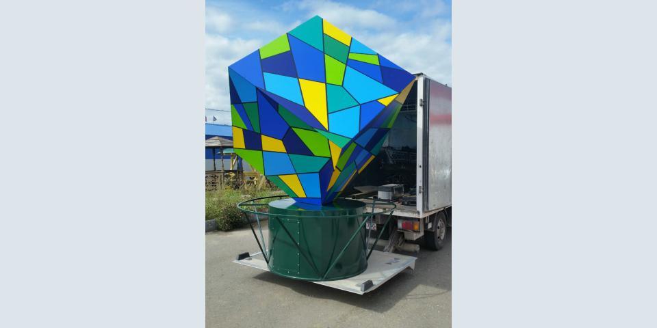Витражный куб на металлокаркасе с подсветкой