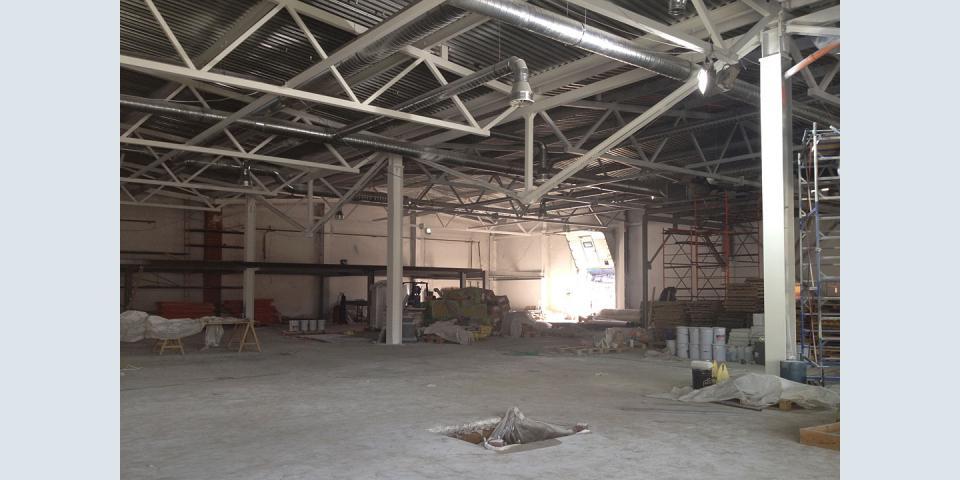 Потолочные металлоконструкции в торговом центре Несущие опоры. Конструкции второго этажа.