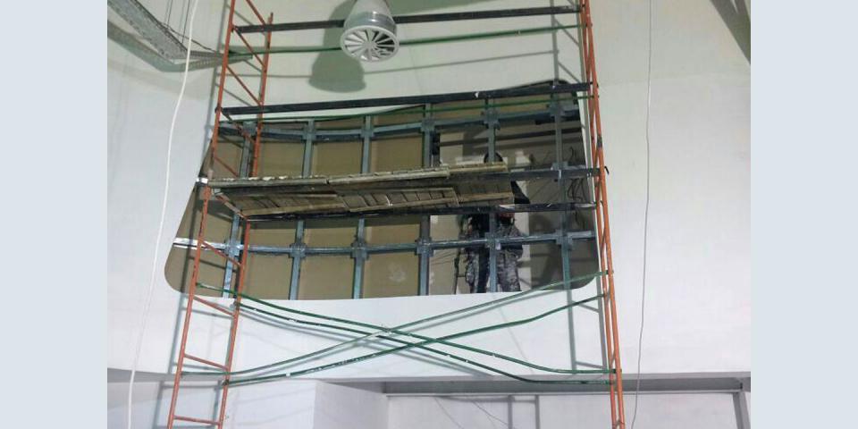 Конструкция балконной ниши с ассиметричным оконным проемом.